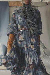 Mavi çiçekli kadın elbise