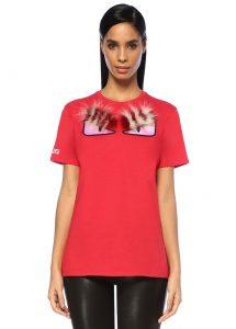 kırmızı baskılı tişört